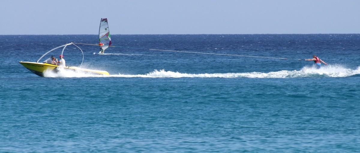 mar agua deporte barco ola viento mojado navegar surf vehículo navegación azul ocio velero divertido Deportes paseo en barco windsurf vela movimiento Deportes acuáticos lancha fuera borda deporte acuático Carreras de yates Onda de viento Tabla de surf Equipos y suministros de surf Deportes acuáticos de superficie Vela ligera Carreras de veleros