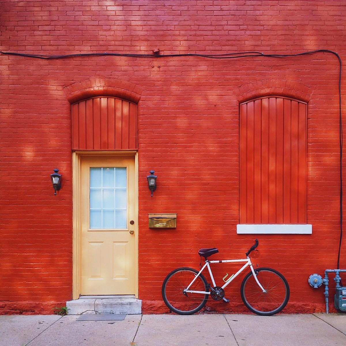 Images gratuites bois maison v lo mur rouge couleur - Mur brique rouge interieur ...