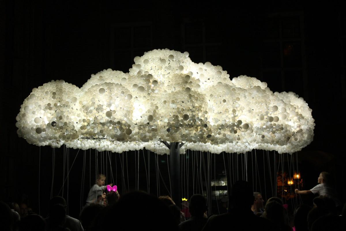 advertising people light toru the art of cloud 861599 - Jak skorzystać z ostatnich tygodni lata? Kalendarz wydarzeń na sierpień i wrzesień 2019