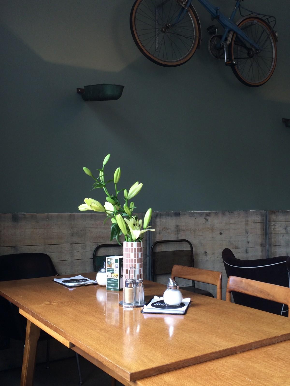 Gratis billeder : tabel, lys, væg, loft, stue, møbel, værelse ...