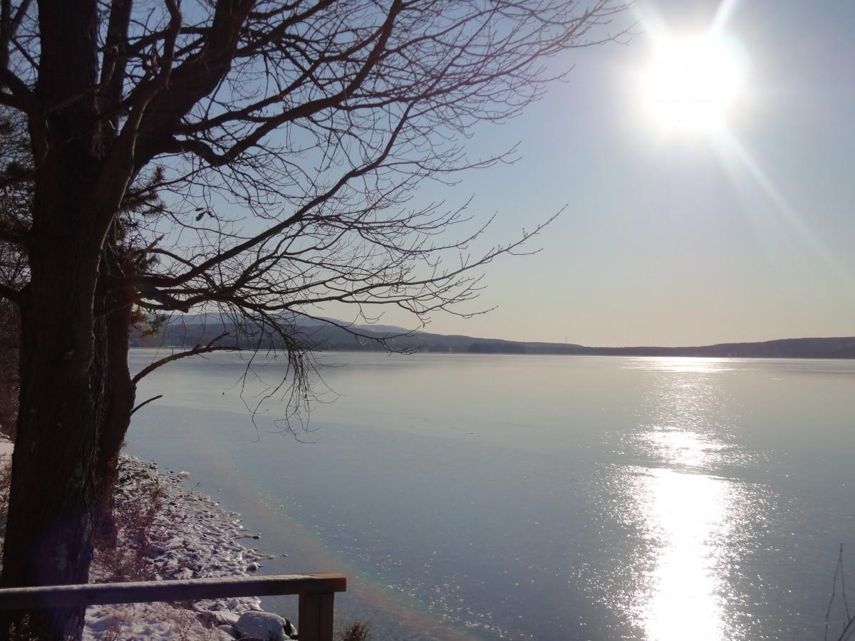 Meer Baum Wasser Natur Schnee Winter Sonne Sonnenaufgang Sonnenuntergang Nebel Sonnenlicht Morgen Ufer See Dämmerung Fluss Dämmerung Abend Betrachtung Reservoir Gewässer See Atmosphärisches Phänomen