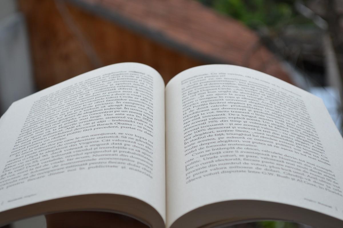 Открытки марта, картинки с надписью книги