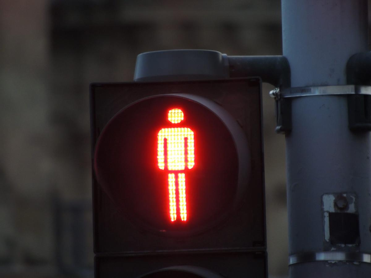 узкие машинки картинка светофор с красным светом старый лукомолец