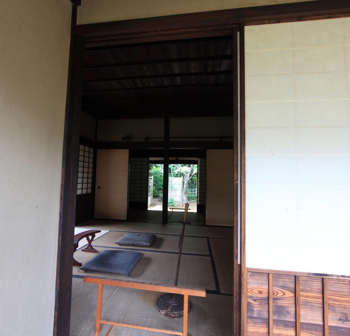 Gambar Kayu Rumah Pedalaman Dinding Tinggi Pondok Loteng