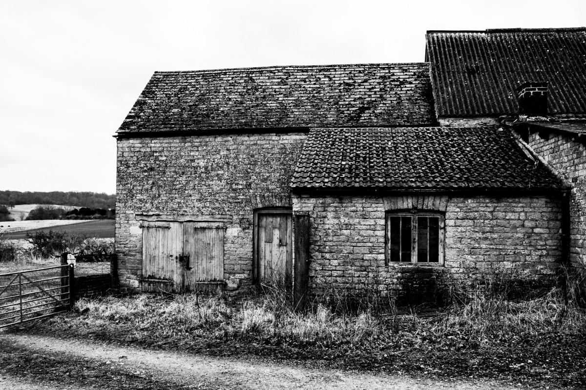 Images gratuites noir et blanc bois maison b timent for Agrandissement maison zone rurale