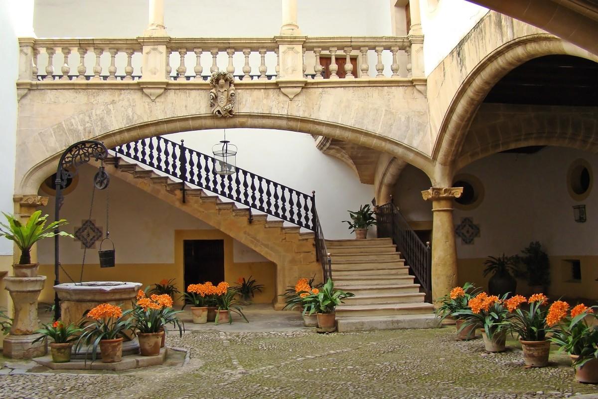 Fotos gratis arquitectura villa palacio casa edificio ciudad maceta balc n arco - Persianas palacio ...
