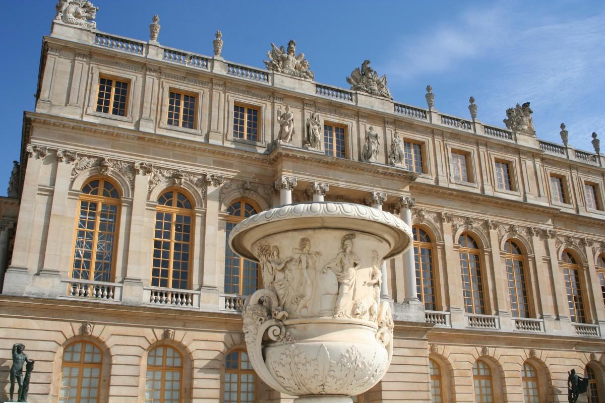 Free images structure palace monument plaza landmark for Architecture classique