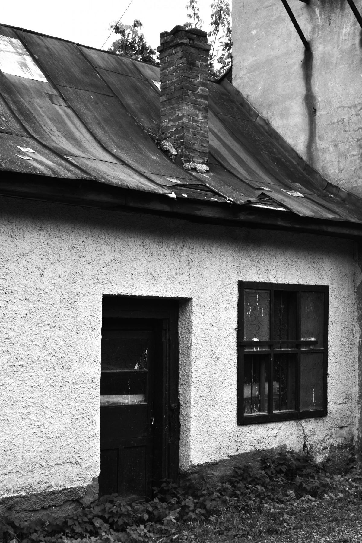 Fotos gratis en blanco y negro arquitectura madera for Puerta casa antigua