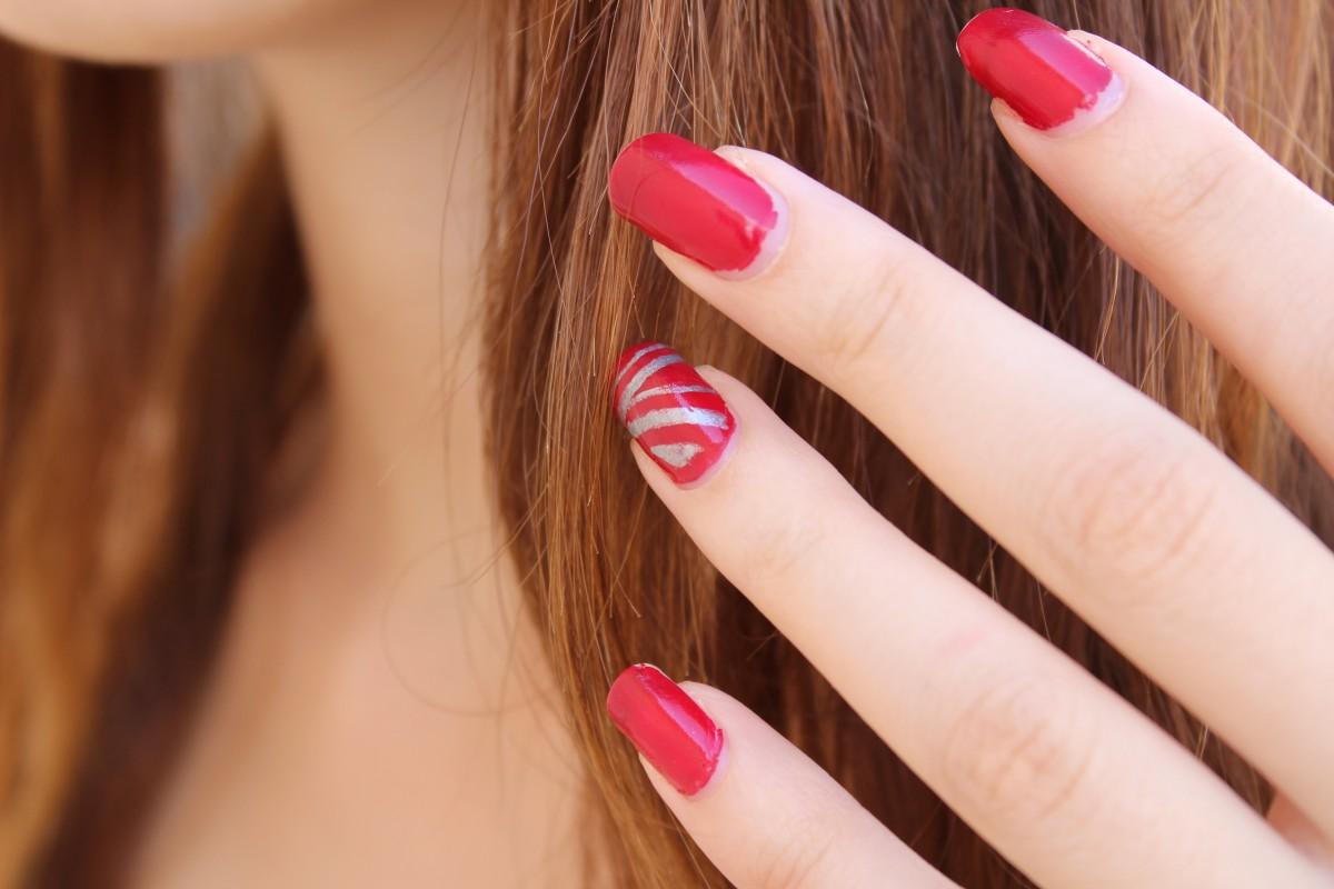 Фото накрашенных ногтей на руках двумя цветами модные