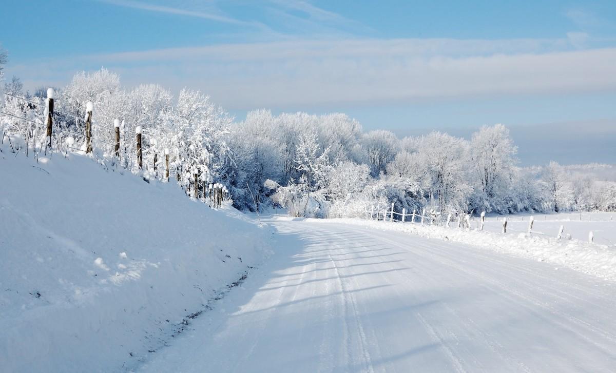 images gratuites paysage la nature montagne neige du froid hiver route champ gel. Black Bedroom Furniture Sets. Home Design Ideas