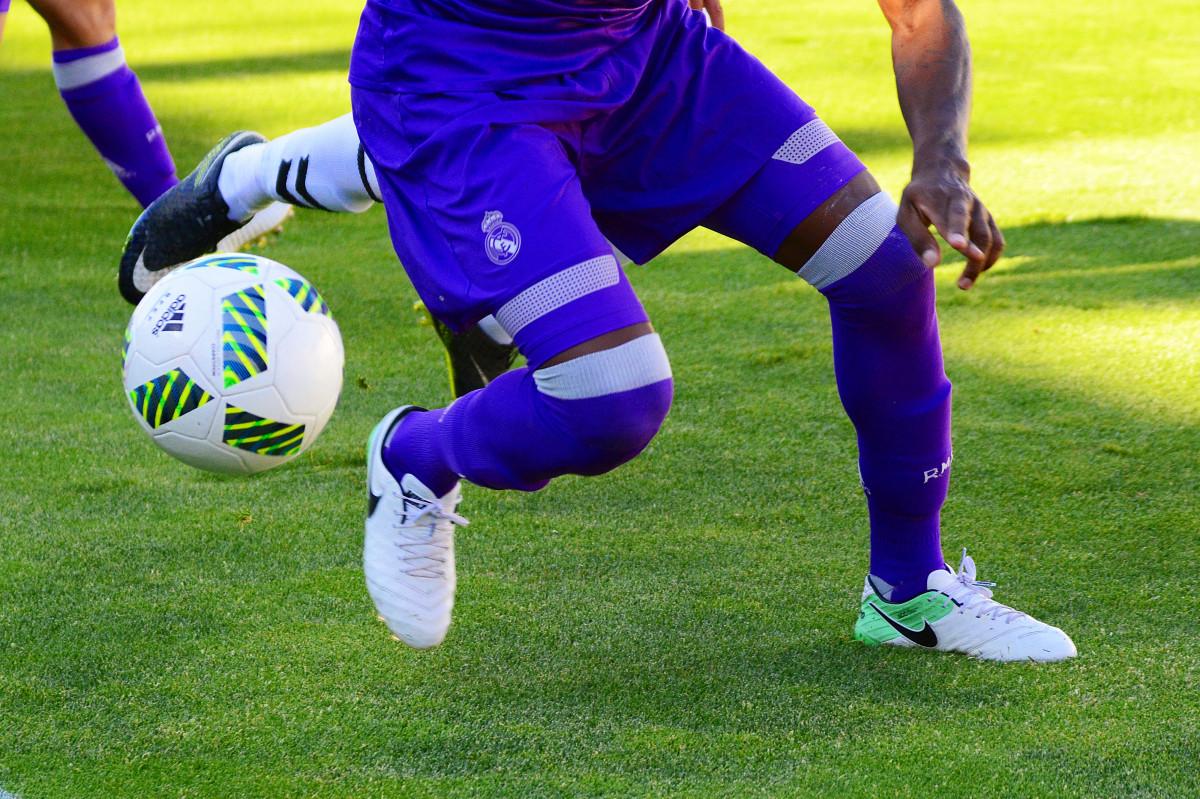 https://c.pxhere.com/photos/2a/ac/Ball_Boots_Football_Game_Goal_Grass_Match_Pitch-1620065.jpg!d