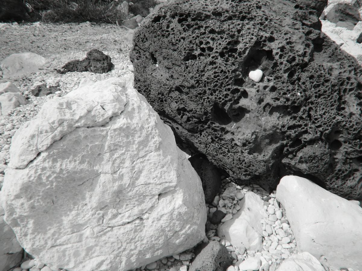paesaggio roccia bianco e nero atmosfera pietra formazione cuore riposo monocromo Yin Yang Materiale geologia meditazione affioramento masso silenzioso armonia bedrock fotografia in bianco e nero roccia ignea fenomeno geologico