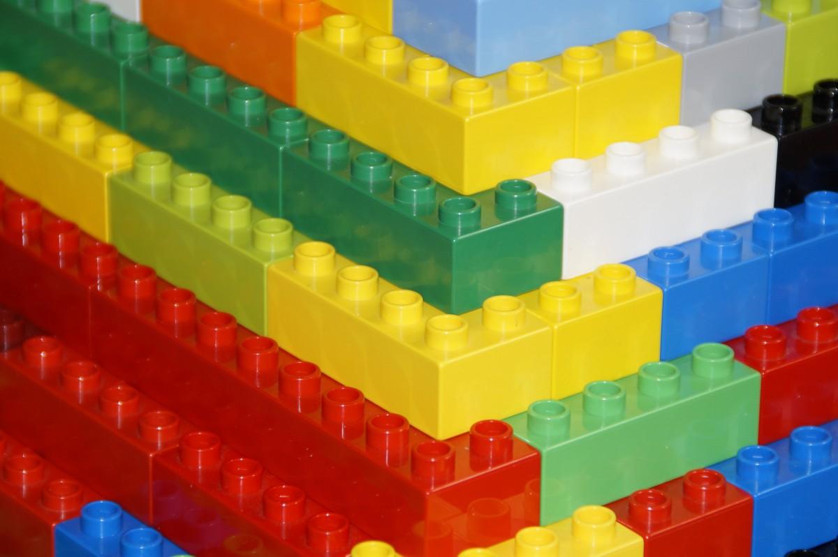 images gratuites plastique b timent ligne rouge enfant bleu color jaune jouet. Black Bedroom Furniture Sets. Home Design Ideas