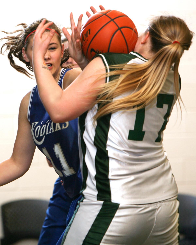 Картинка девушка играет в баскетбол