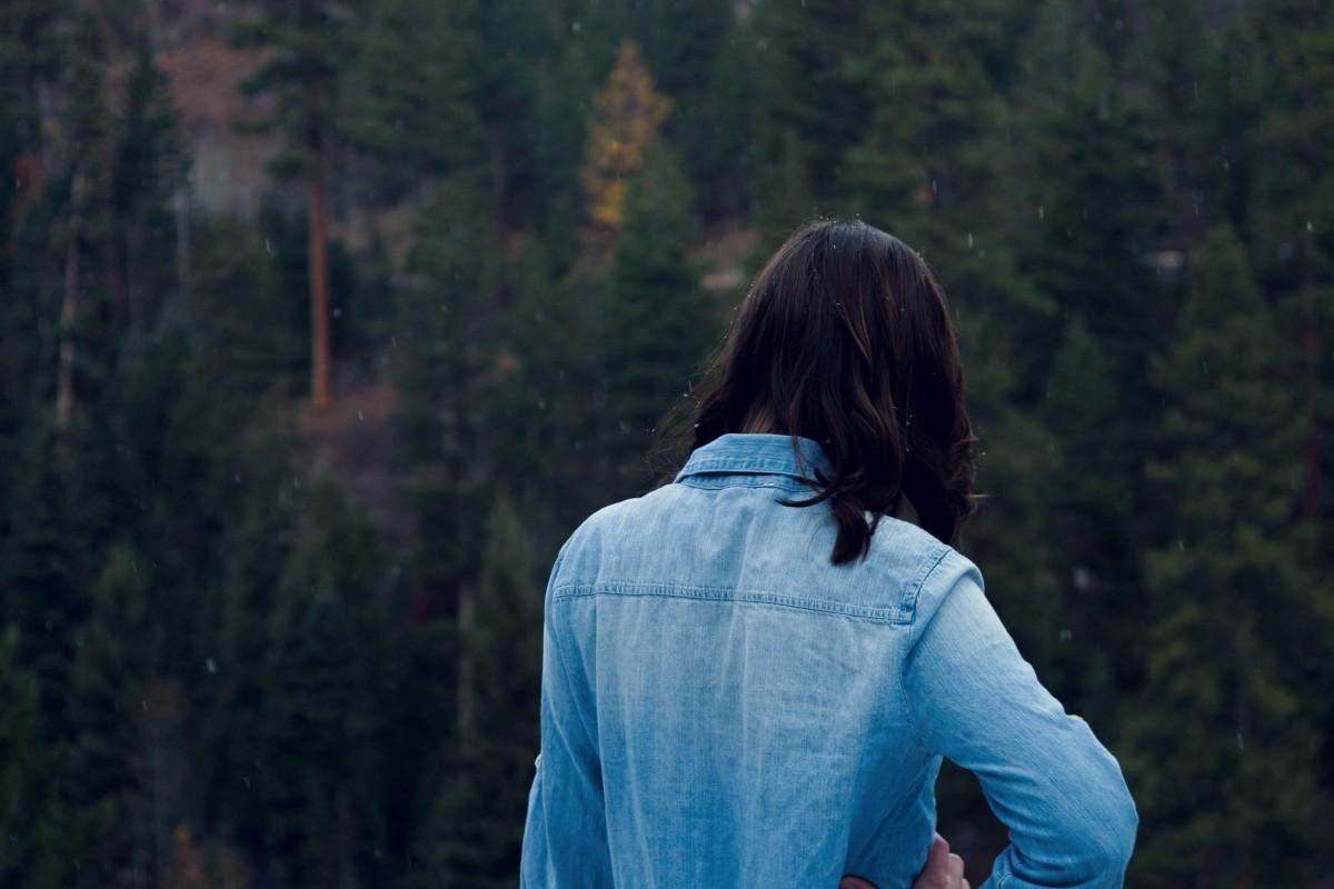 Фото темноволосых девушек вид сзади