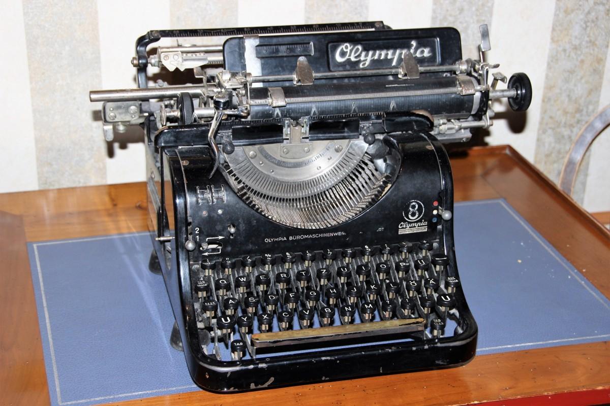 списке старинные печатные машинки фото продажа веб-камера