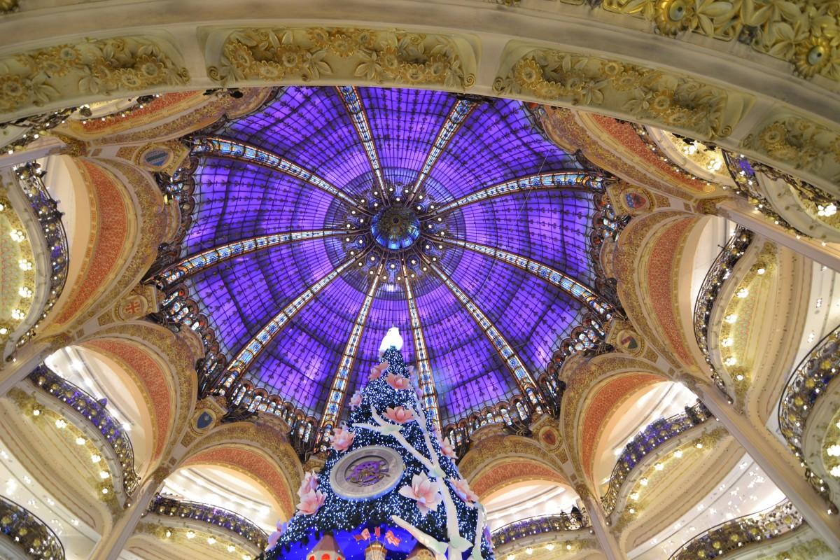 fenêtre verre Paris cathédrale Noël éclairage art 2013 couleurs symétrie Galerie Commerce dôme arcades Galeries lafayette Galerie lafayette haussmann