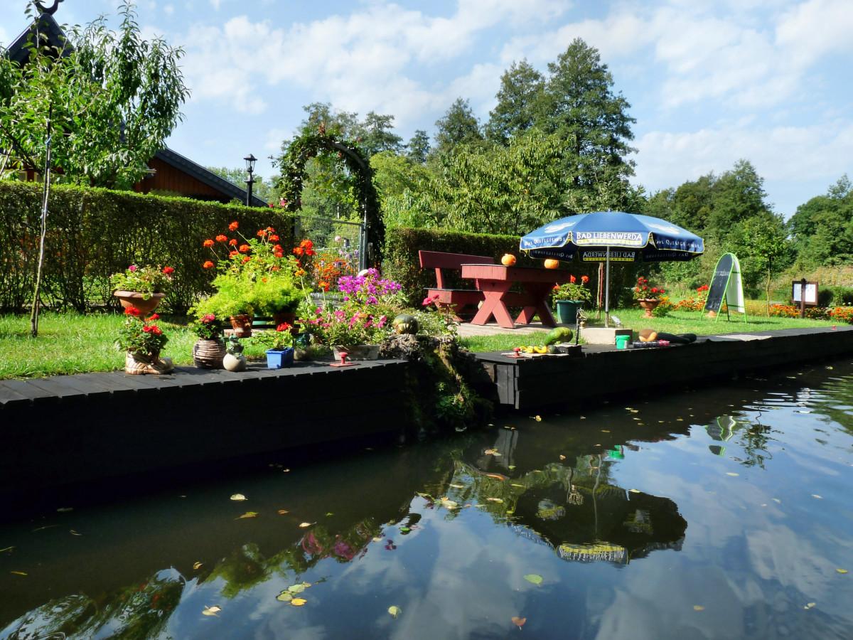 Kostenlose foto wasser natur haus blume fluss dorf for Garten pool tiefe