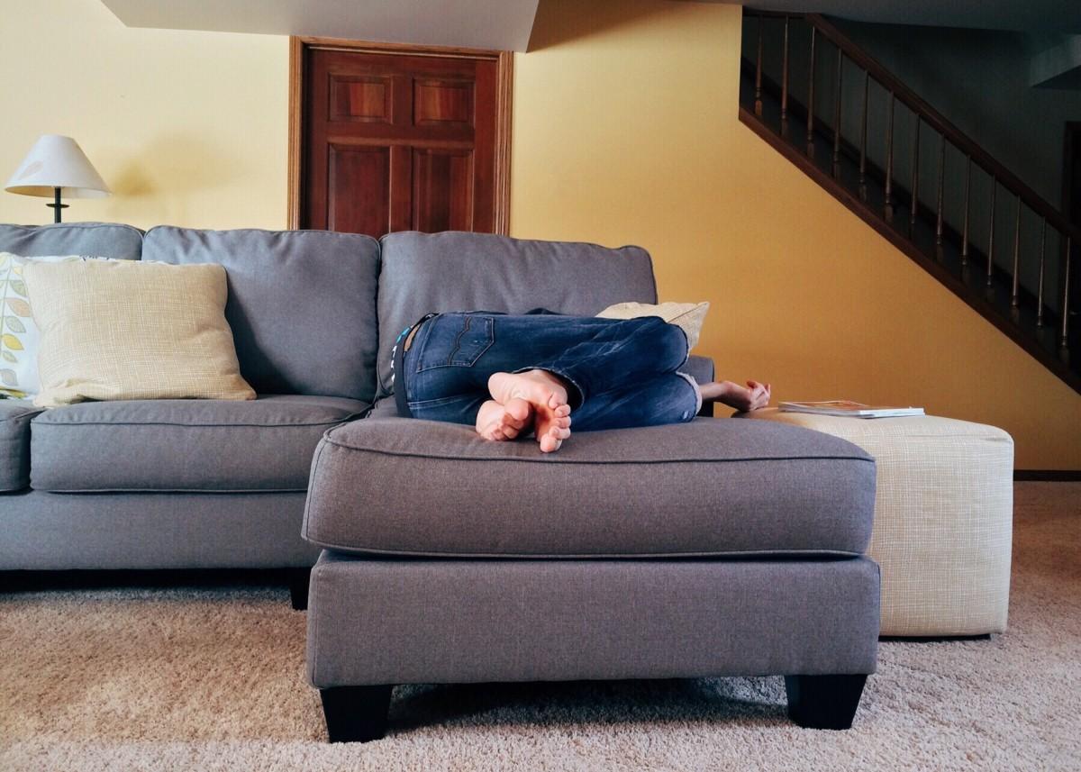 무료 이미지 : 표, 의자, 바닥, 창문, 집, 거실, 가구, 방, 침상 ...