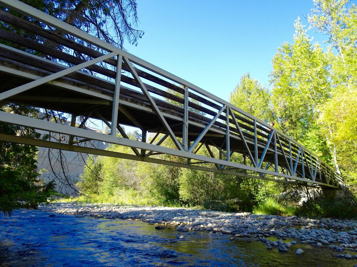 хорошо картинки три дома река мост деревья нашем