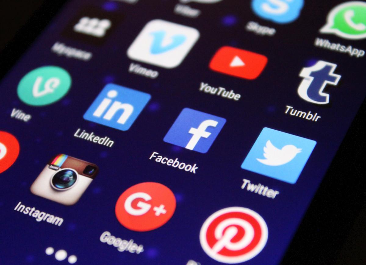 smartphone, technology, social, internet, communication, gadget, mobile phone, button, social media, brand, font, digital, media, facebook, icon, network, twitter, multimedia, symbols, screenshot, www, social networking, social network, networking, apps, portable communications device