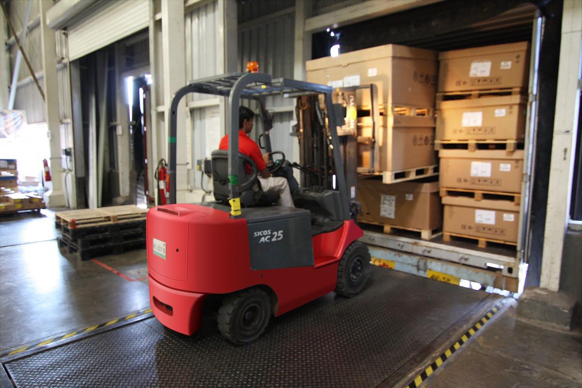 https://c.pxhere.com/photos/33/32/forklift_warehouse_machine_worker_industry_pallet_freight_storage-1072796