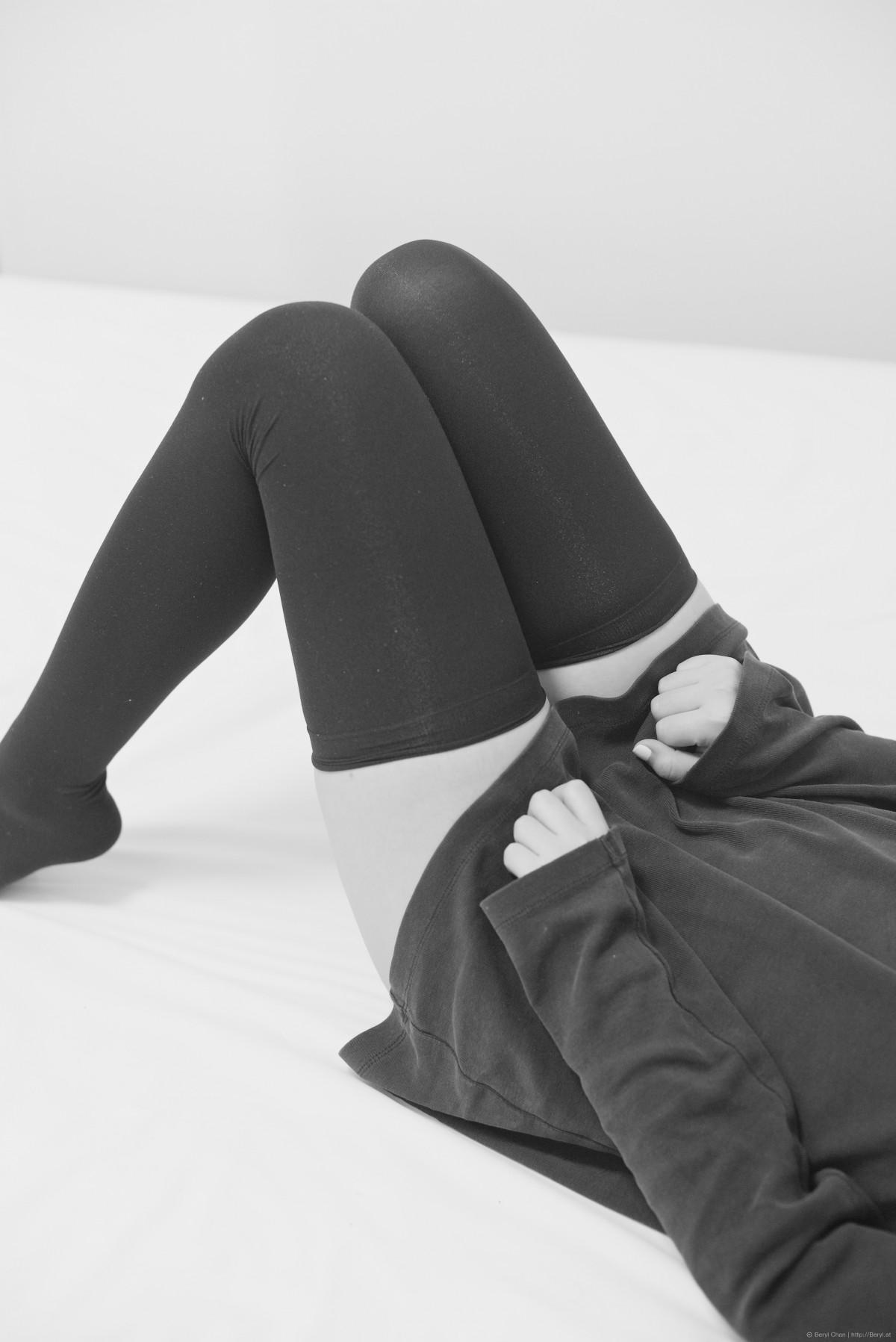 Gratis afbeeldingen stoel been model zittend zwart meubilair divan bed schoeisel - Formele meubilair ...