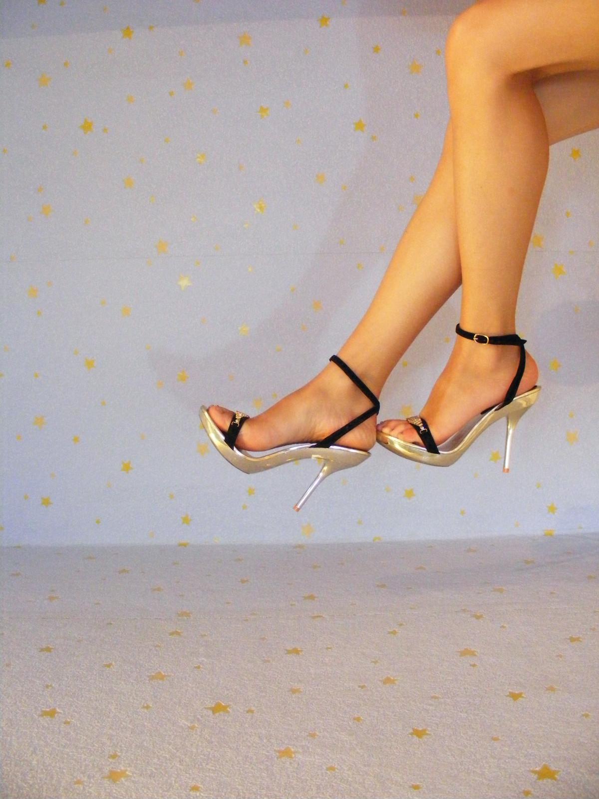 Трахают ножки девушек крупным планом фотообои фото золотого дождя