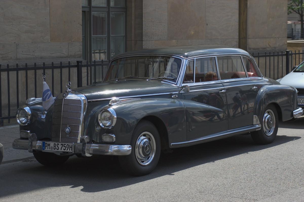 Free Images : classic car, vintage car, 2012, f14, sedan, rawtherapee,  germany, deutschland, berlin, pentax, mercedes benz, lenstagged,  steffenzahn, k100d, justpentax, iamflickr, cosina, voigtlander, 58mm,  nokton, cosinavoigtlnder, 58mmf14, 58mm14 ...