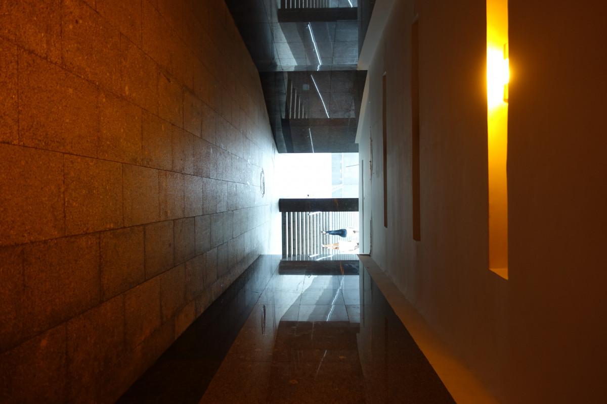 Fotos gratis ligero arquitectura gente casa luz de for Diseno de iluminacion de interiores