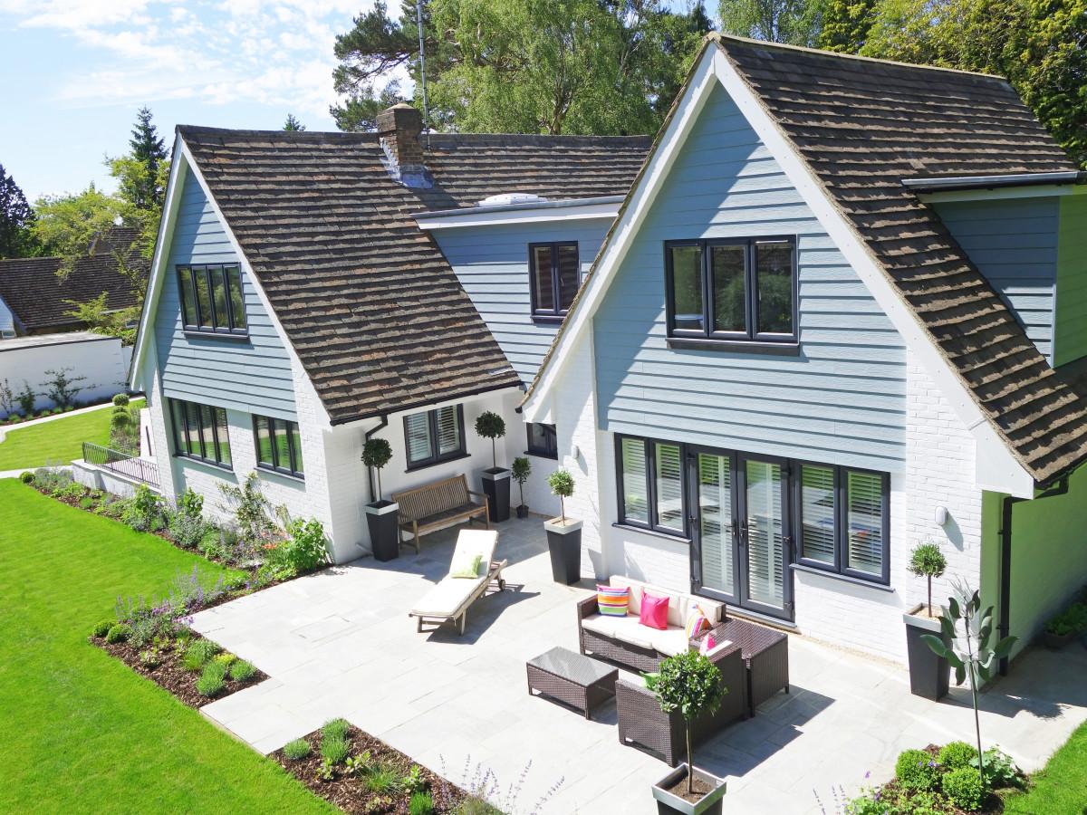 images gratuites : architecture, villa, toit, bâtiment, porche, été