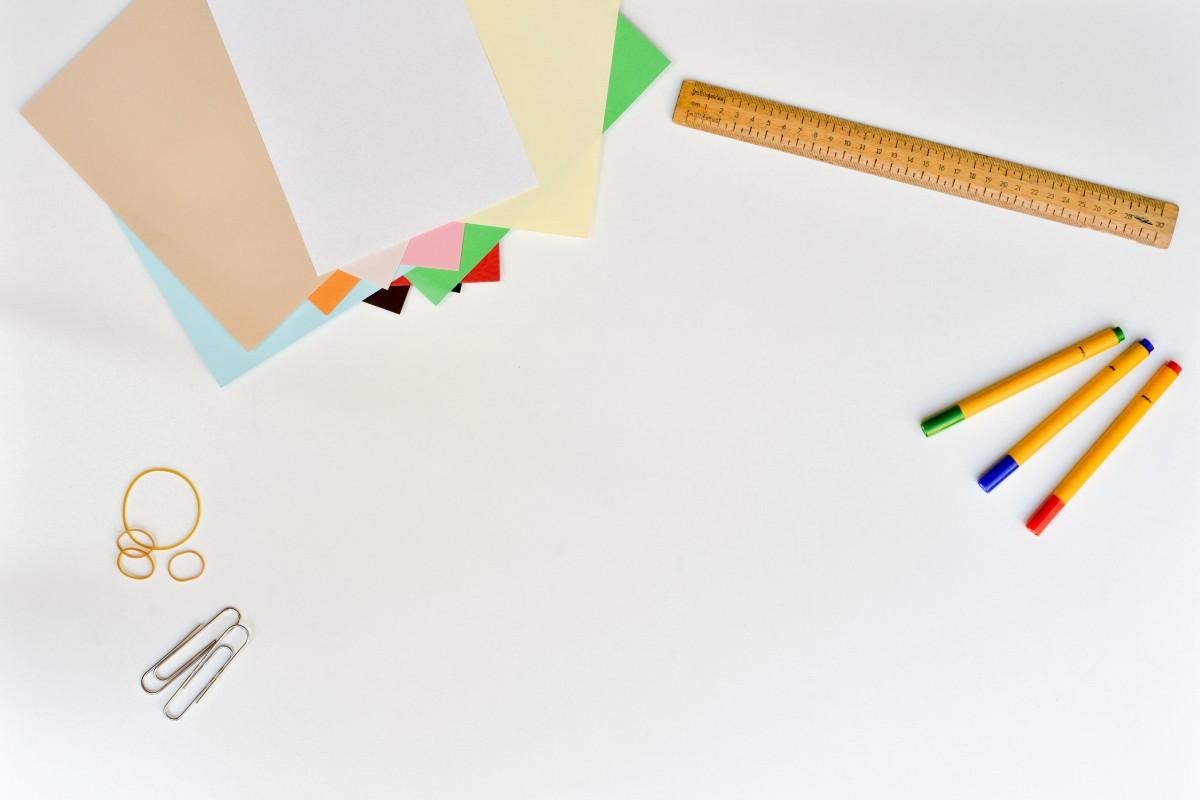 bureau travail table blanc ligne Espace Personnel d'Apprentissages Collaboratifs