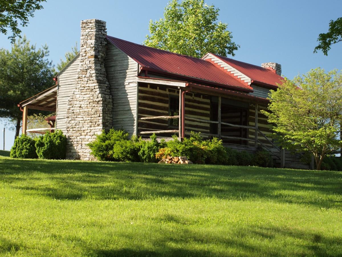 Fotos gratis c sped madera granja flor edificio piedra caba a parque patio interior - Ley propiedad horizontal patio interior ...