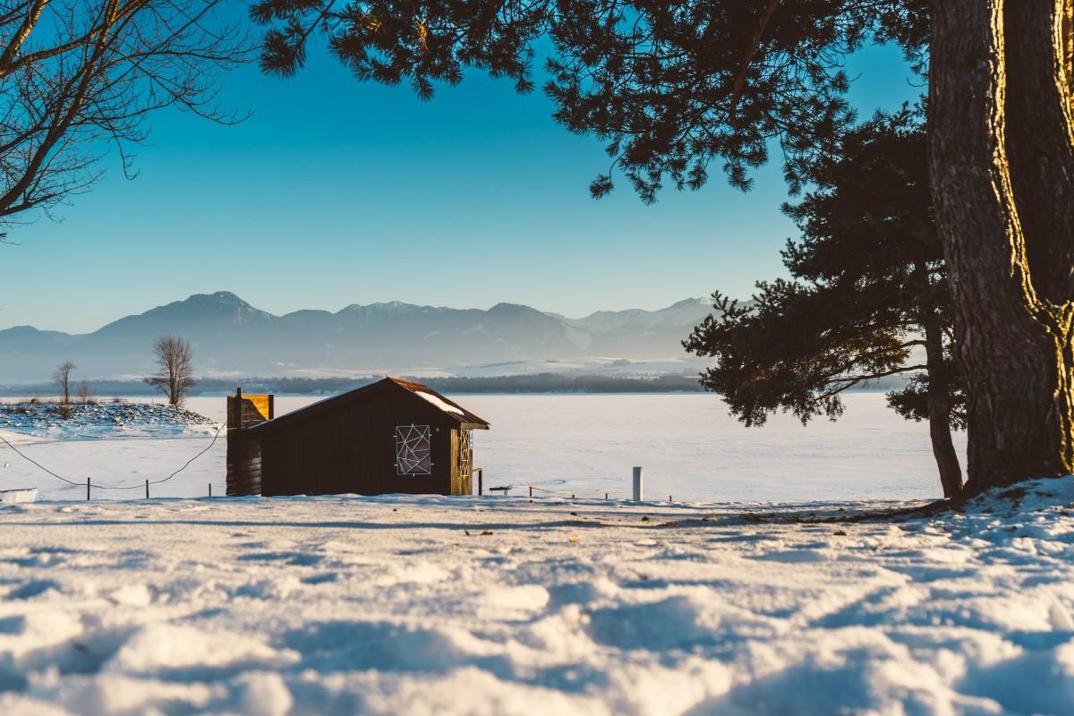 Immagini belle albero montagna la neve inverno casa for Piani casa tetto del fienile
