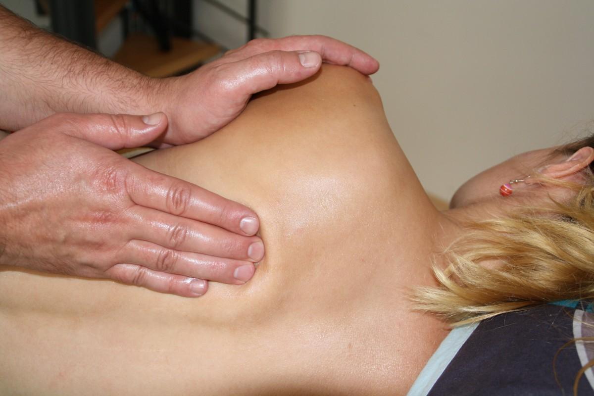 ハンド 女性 ヘア 脚 指 筋 口 胸 人体 面 リラクゼーション 手 ネック スパ 動く 肌 ブロンド マッサージ 応力 治療 ウェルネス フィジオ センス 理学療法 バックマッサージ 背中の問題 手動療法