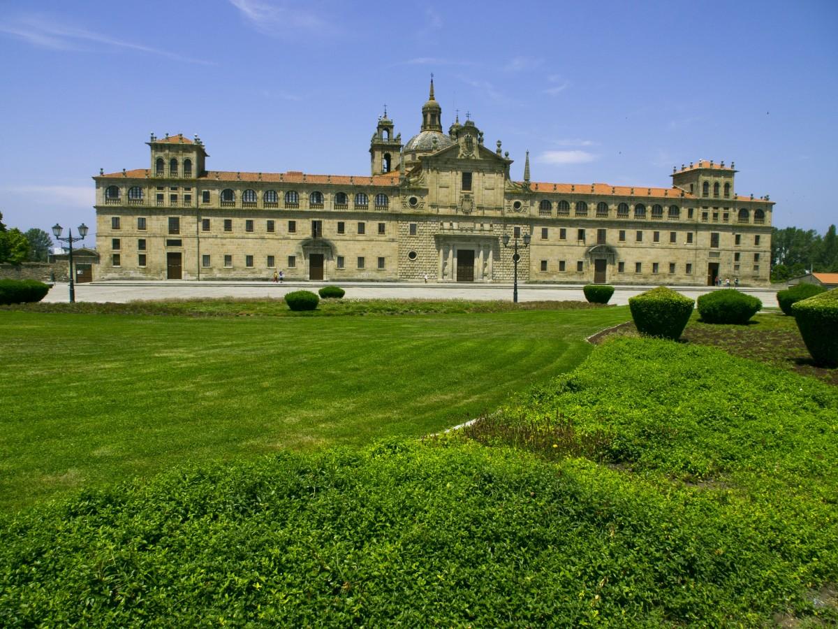 arquitectura césped palacio edificio castillo palacio castillo fortificación monasterio inmuebles foso casa señorial casa señorial sitio historico Monforte de lemos Piaristas