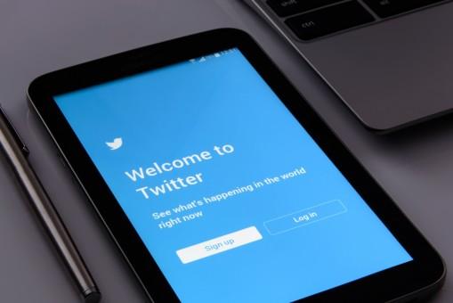 Comme Youtube, Twitter va ajouter des messages d'avertissement aux informations controversées et trompeuses sur le COVID-19