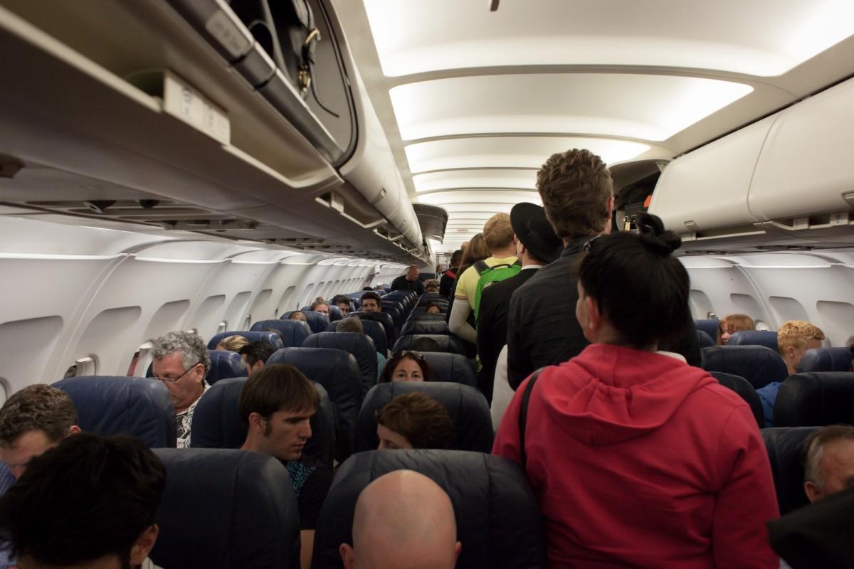 naik pesawat secara rombongan