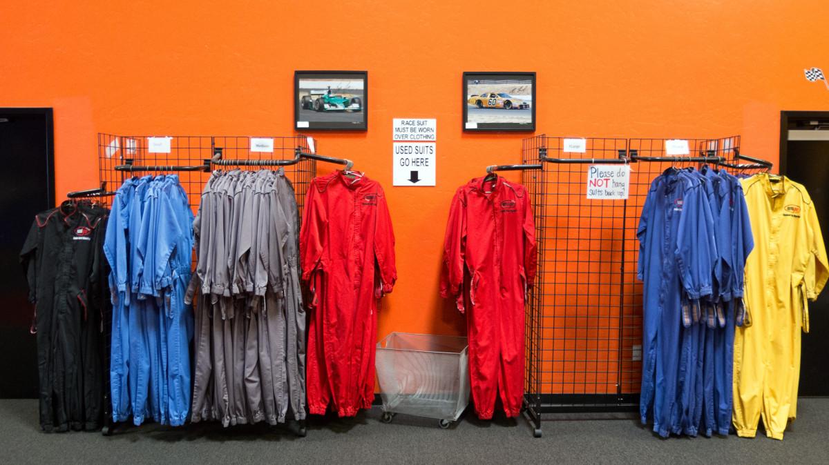 Gratis afbeeldingen kleur kleding kamer overhemd merk tee kleinhandel t shirt 4080x2720 - Kleur rood ruimte ...