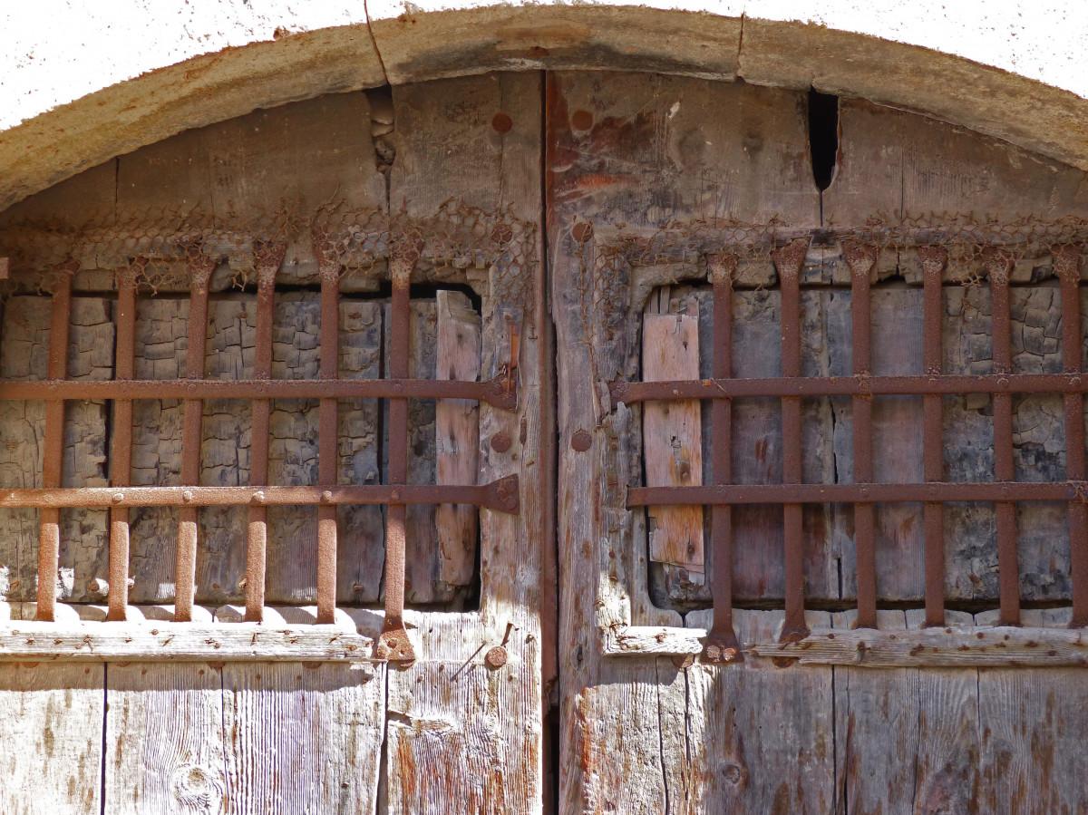 images gratuites architecture structure bois fen tre b timent vieux brique porte bars. Black Bedroom Furniture Sets. Home Design Ideas