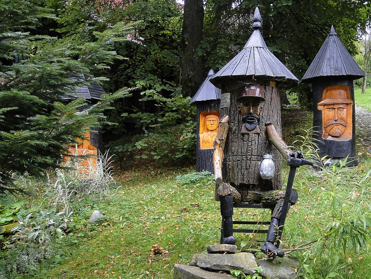 kostenlose foto baum holz haus honig h tte skulptur biene nebengeb ude bienen. Black Bedroom Furniture Sets. Home Design Ideas