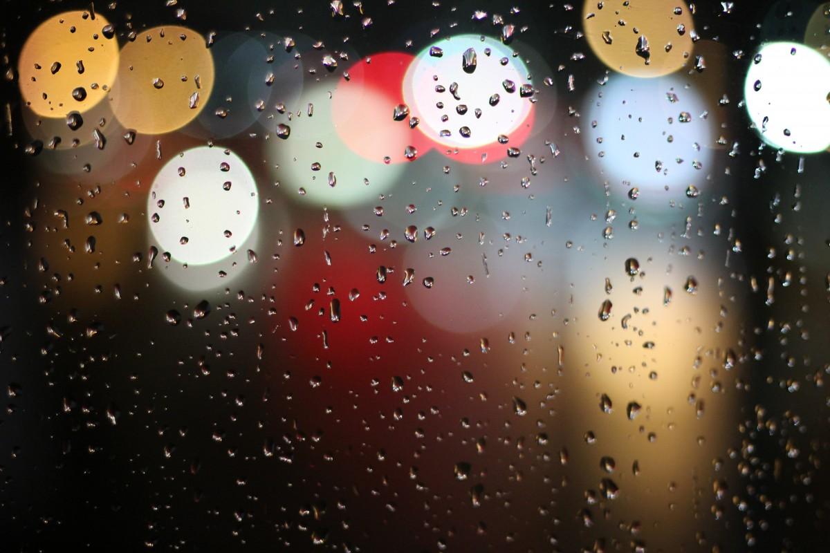 Gambar Mengaburkan Hujan Jendela Warna Warni Lingkaran Lampu