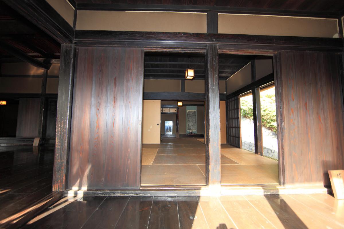 Free images mansion floor home ceiling hall property tile living room interior design - Wooden flooring room interior ...