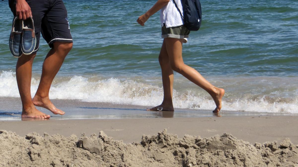 Бегом По Песку Голая Девушка Фото