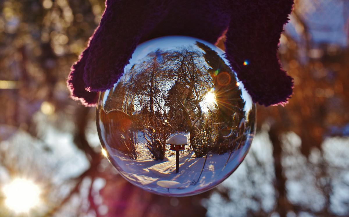 boom sneeuw winter licht nacht fotografie zonlicht glas ijs- de lente reflectie rood kleur herfst blauw tuin- Kerstmis verlichting seizoen detailopname transparant bomen kerst decoratie bal glazen bol mirroring macrofotografie over