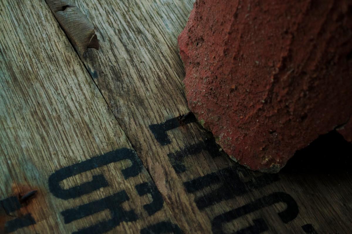 Pavimento Rosso Colore Pareti : Immagini belle roccia legna struttura parete rosso colore