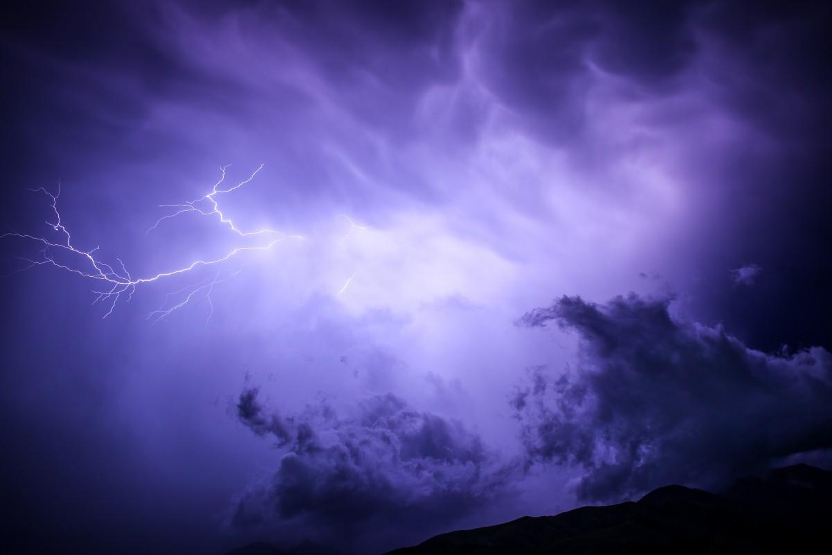 nuvem céu atmosfera clima tempestade Trevas relâmpago trovão trovoada fenômeno Fenômeno geológico