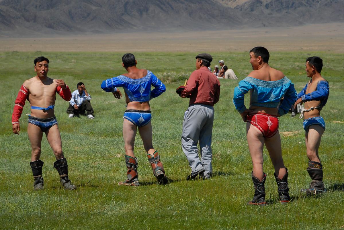 Монгол бөх) — популярнейший вид спорта в монголии.