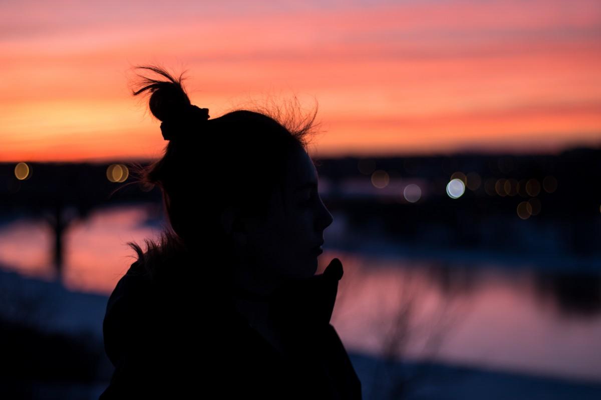 Поздравление февраля, картинки с тенью девушек