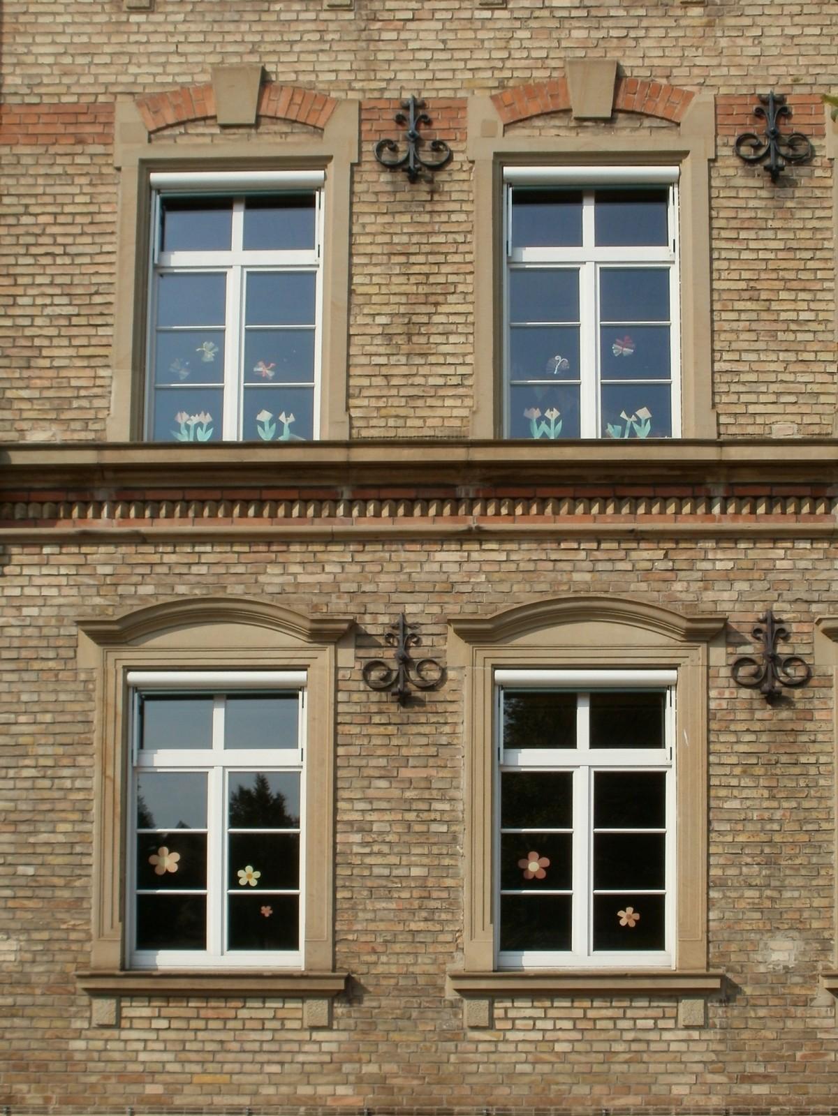 картинки окон в зданиях пожаловать